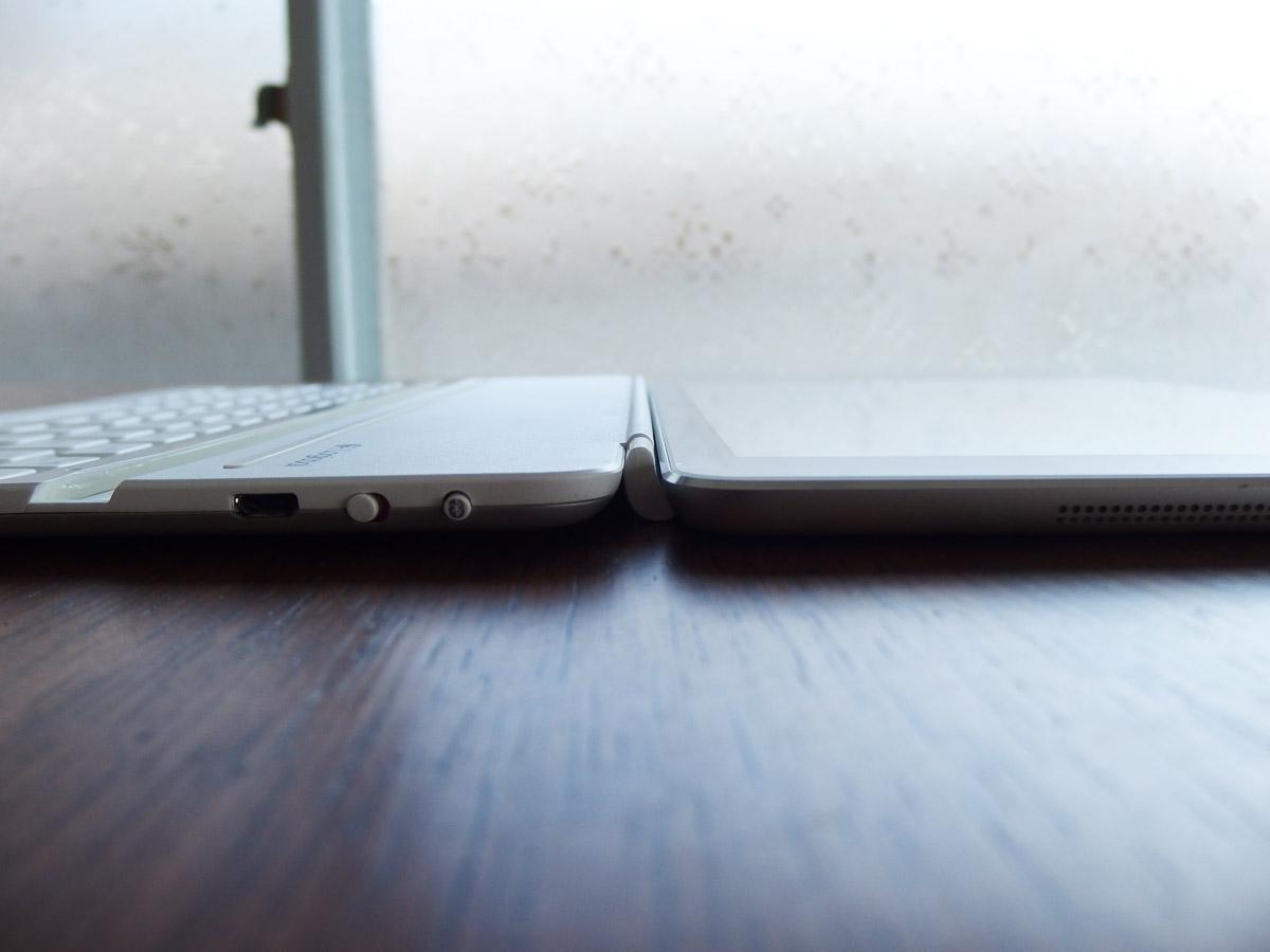 logicoolキーボードi5にiPad airを装着 横から