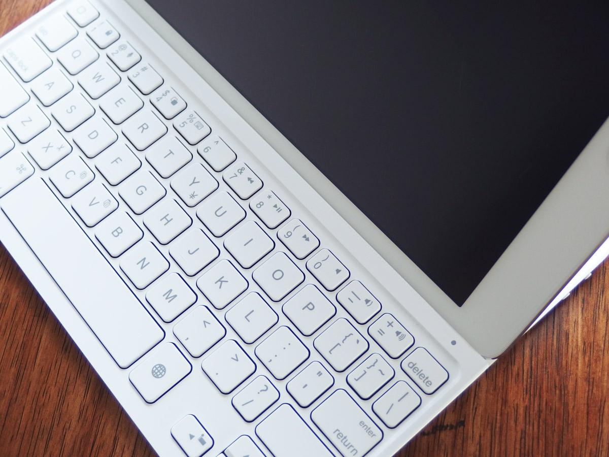 logicoolキーボードi5にiPad airを装着 上から