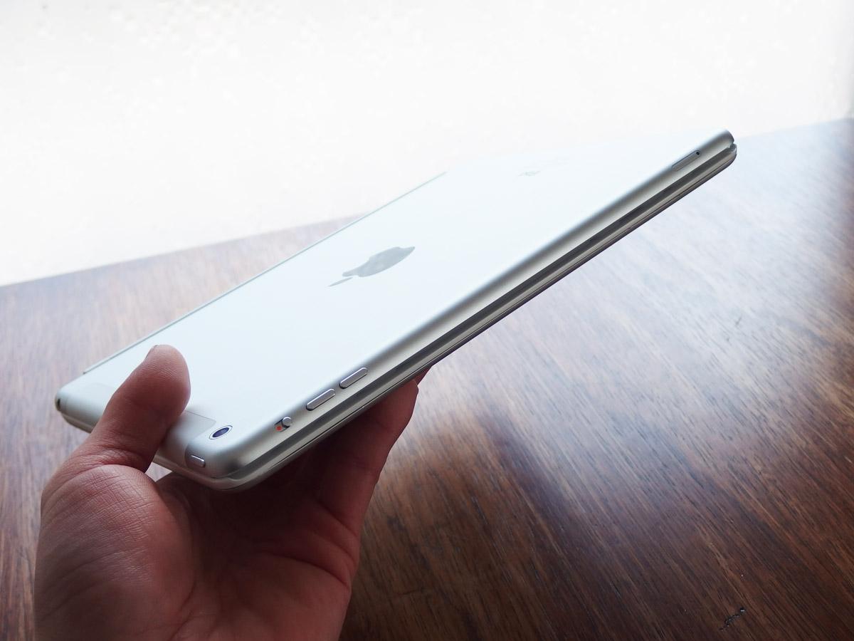 logicoolキーボードi5にiPad airを装着 持ってみた