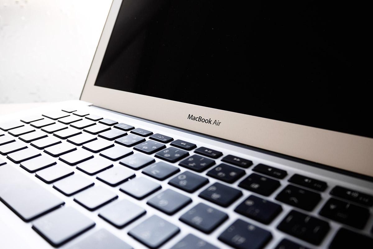 macbook air 13インチ斜めからキーボード拡大