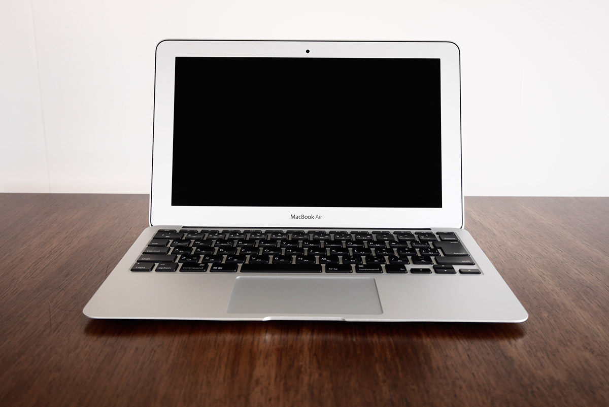 macbook air 11インチ正面から