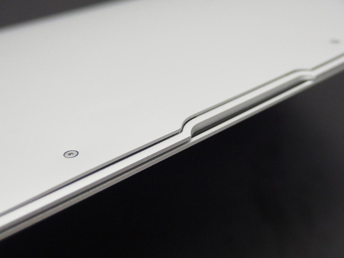 macbook air バックパネル変形浮き