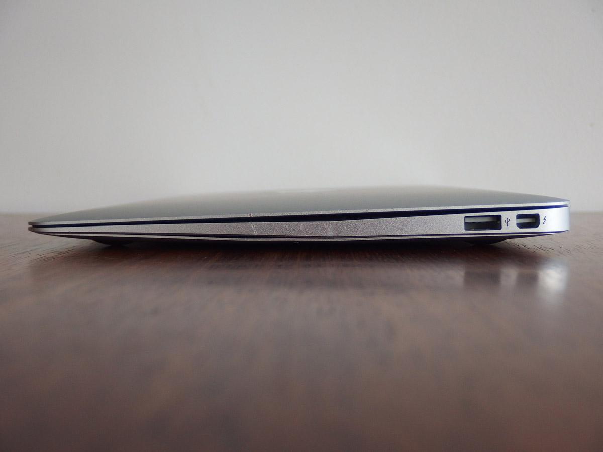 macbook air 衝撃により変形