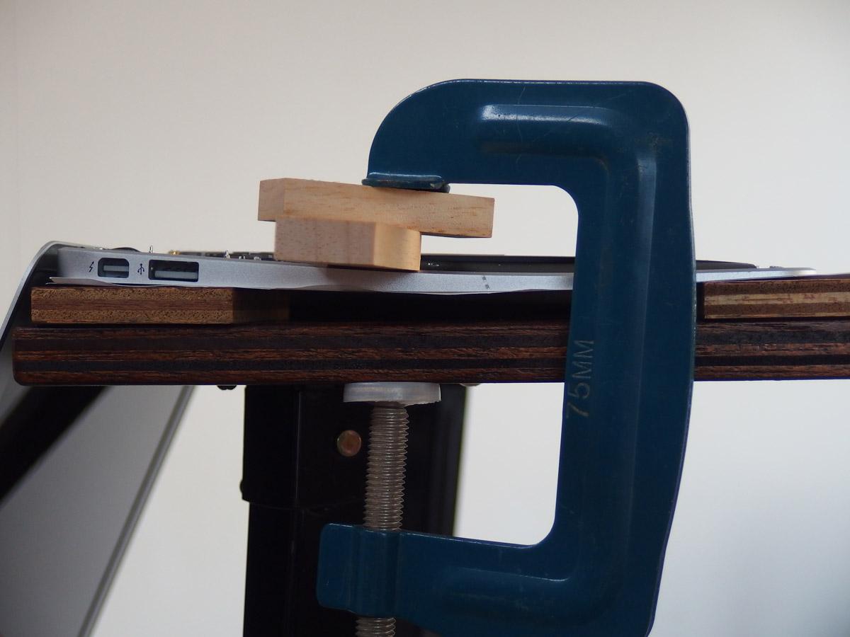 macbook air クランプでテンションをかける