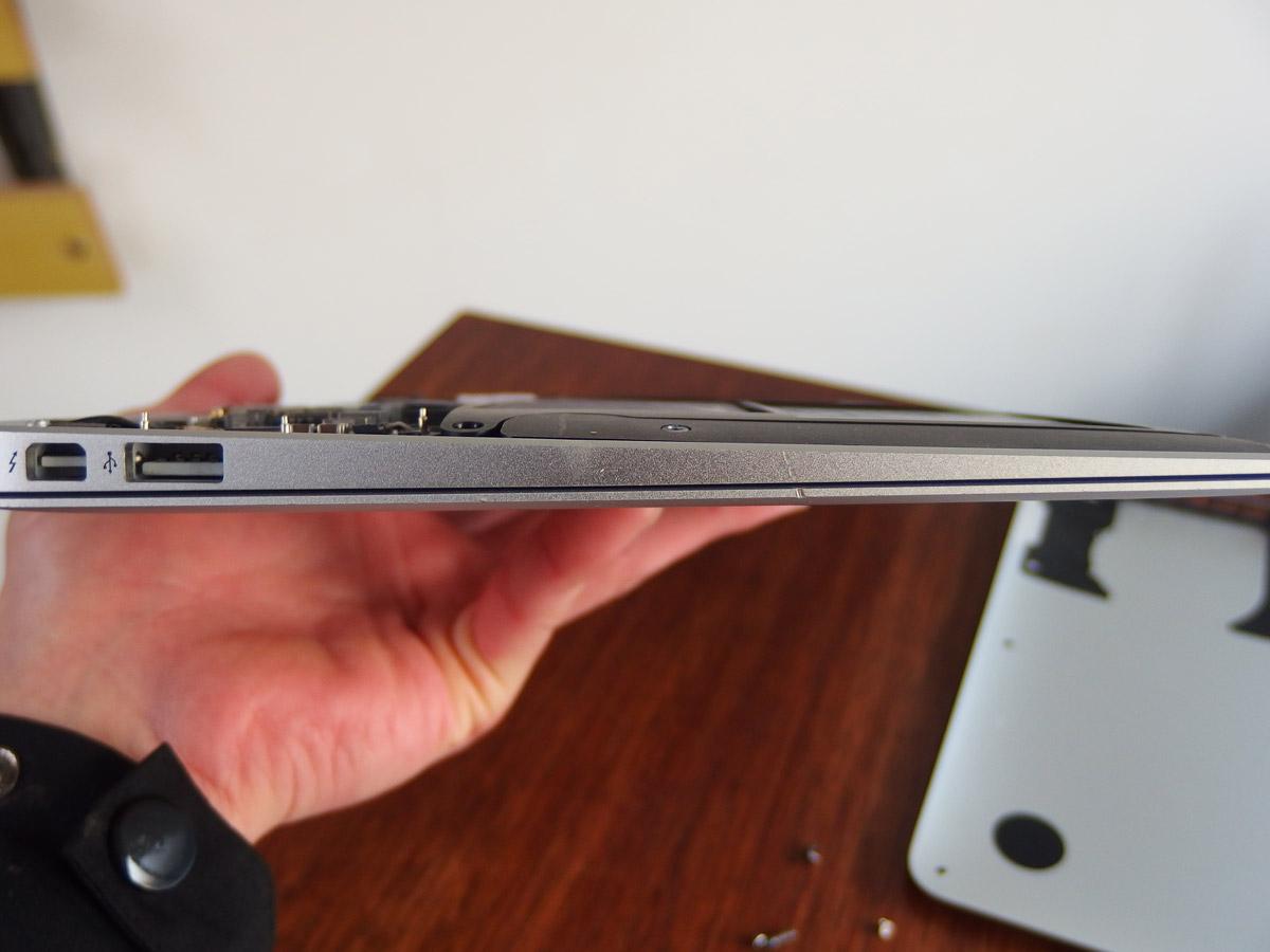macbook air 変形補修完了