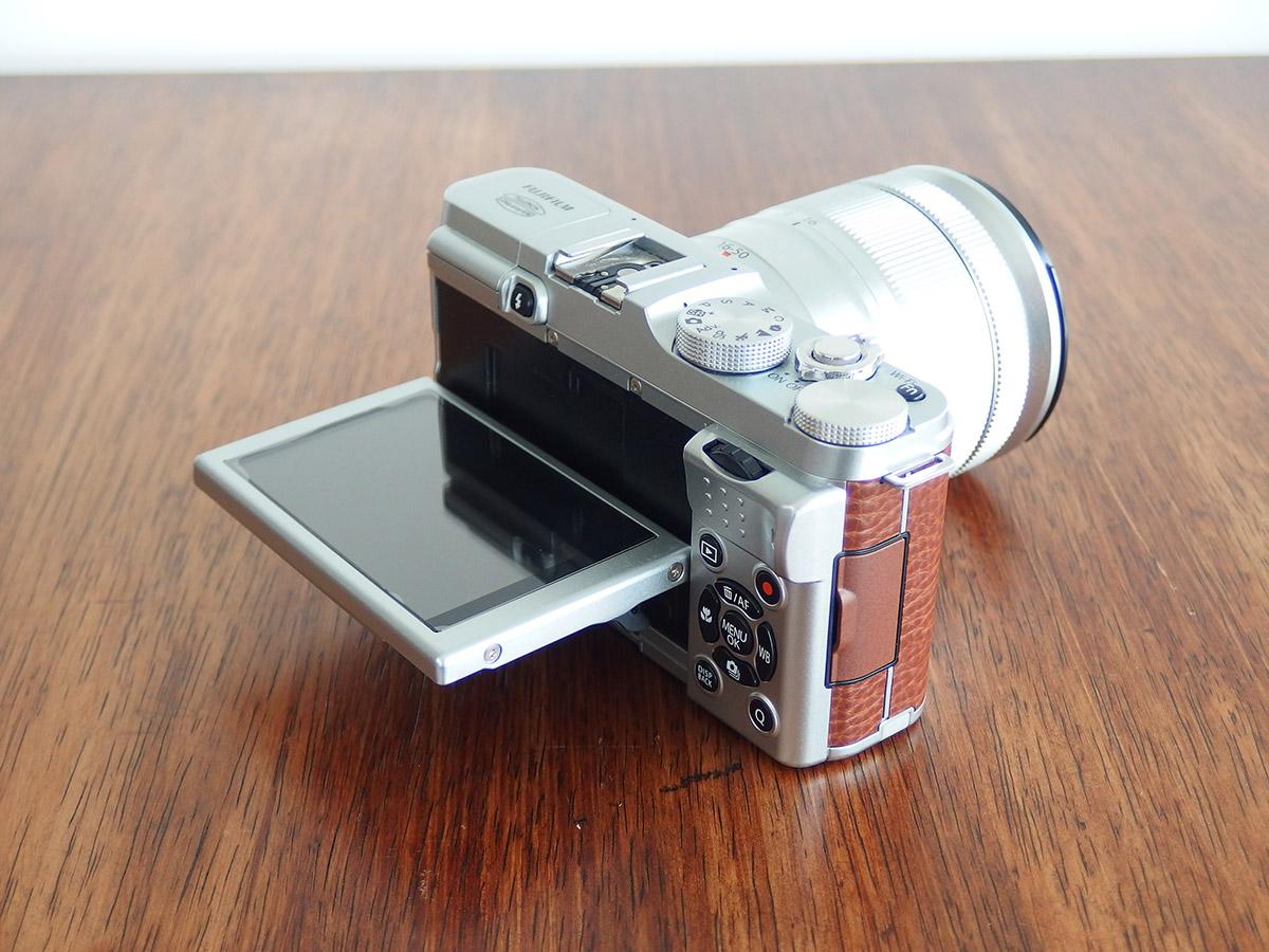fujifilmのx-a1のチルト液晶