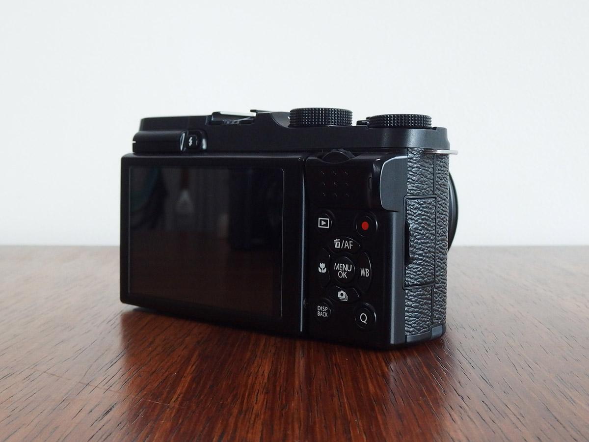 fujifilmのx-m1の外観背面