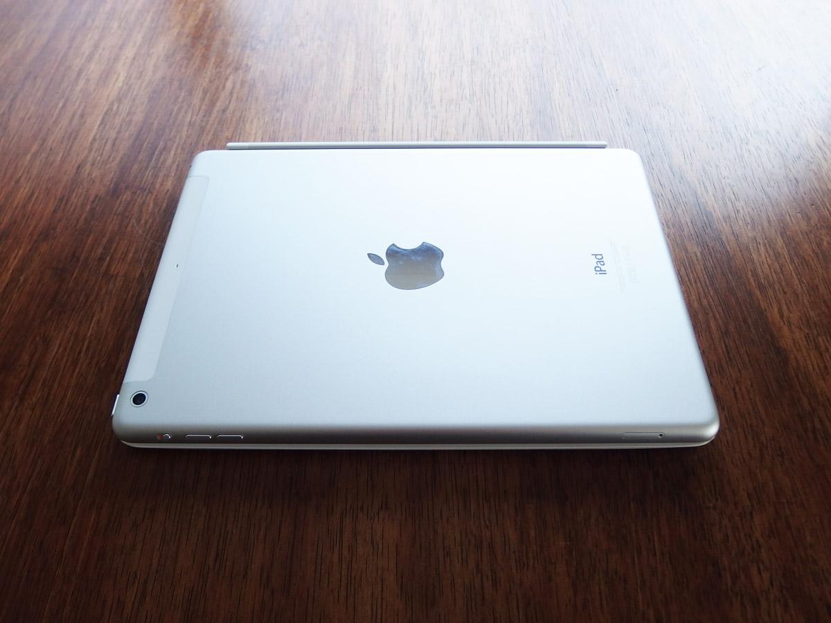 logicoolキーボードi5にiPad airを装着 閉じたところ