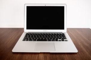 macbook air 13インチ正面