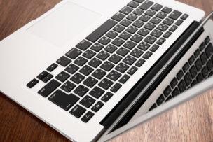 macbook air 13インチ斜め上から